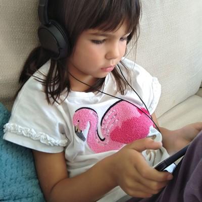 Влияние на смарт-устройствата върху езиковата изява и психомоторно развитие на децата до 7 г.