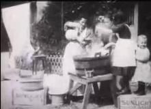 """Кърмене, коланки и сапун """"Сънлайт"""" в началото на миналия век"""