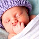 """Методът на д-р Карп – бебетата все пак се раждат с """"копче"""" за успокояване"""