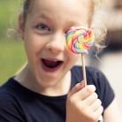 Защо близалката и сладкия биберон са по-опасни за зъбите от шоколада