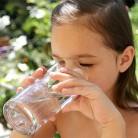 Какво да пият децата: вода