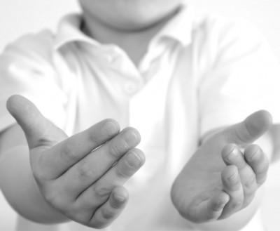 Жестикулирането помага на децата да мислят творчески