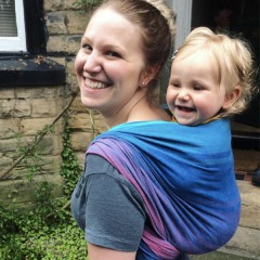 Положителен ефект от носенето на детето за родителите и грижещите се за него