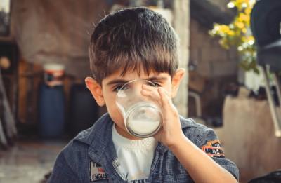 Трябва ли децата да пиятнискомаслено мляко след 2-3 г.