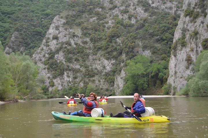 Майско каяк приключение в Гърция - каньона на река Места