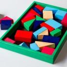 Кутия с цветни кубчета